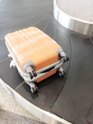 Ảnh chiếc vali bị phá, mất đồ do chị Phương Anh cung cấp.