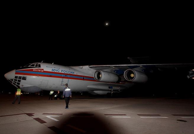 Máy bay IL-76 tại sân bay Cam Ranh