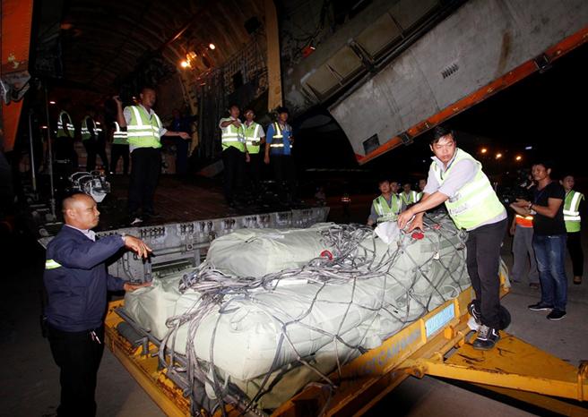 Hàng hóa tạm thời được chuyển vào các kho của sân bay Cam Ranh