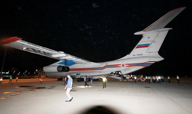 Toàn cảnh máy bay IL-76 khi đáp xuống sân bay Cam Ranh